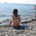 На галечном пляже в центре Анапы
